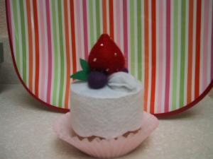 felt-strawberrycake2.sidebar.jpg